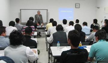 定期的な講習会の開催